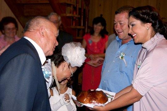 На праздновании соблюли традиции свадьбы...