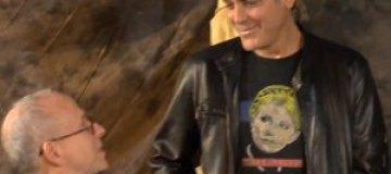 Джордж Клуни носит футболку с Тимошенко на груди
