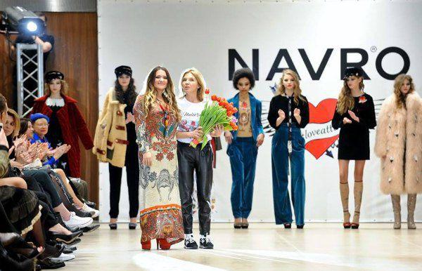Цветущая Наталья Могилевская на ярком показе Ольги Навроцкой