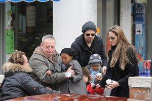 Джоли и Питт хотят седьмого ребенка