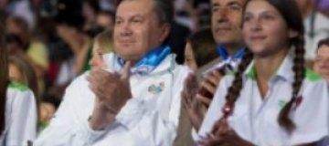 Янукович присвоил Крутому звание народного артиста Украины