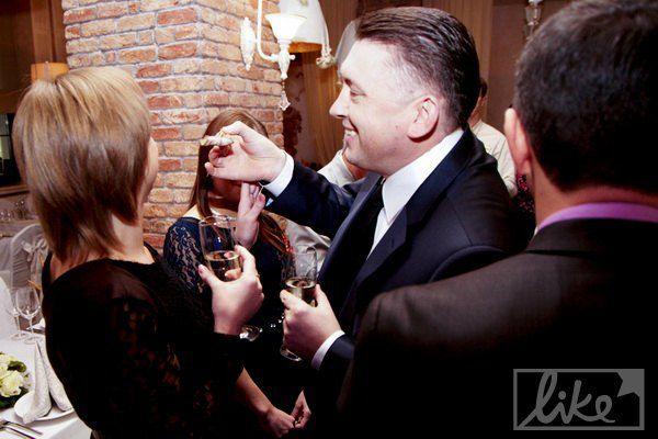 В ожидании Розинской Мельниченко кормил гостей с рук