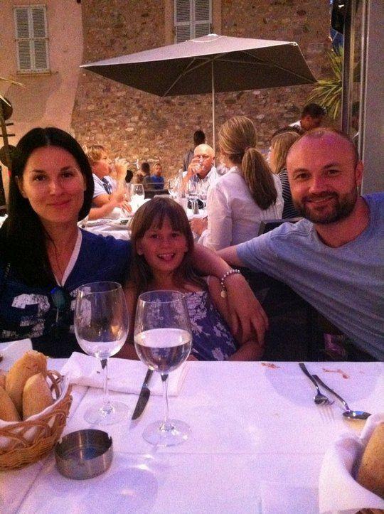 Маша с мужем Тимуром и дочкой Наной на отдыхе
