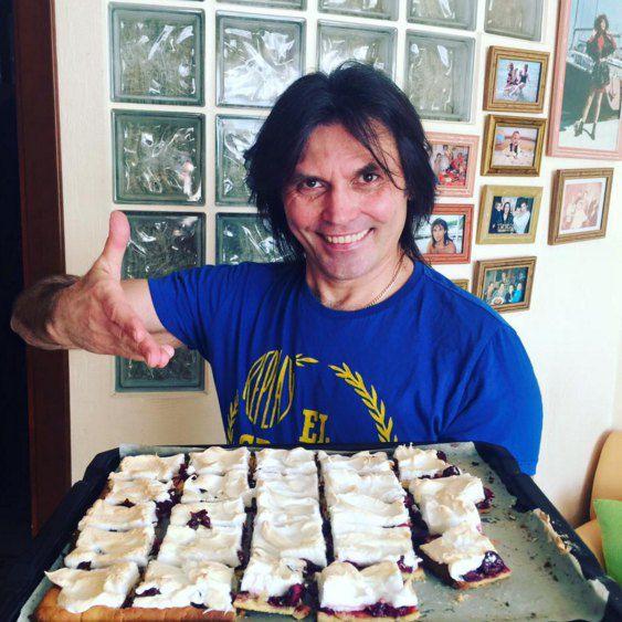 Муж Сумской Анатолий Борисюк с фирменным пирогом