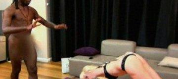 Ким Кардашьян занимается йогой с голым инструктором