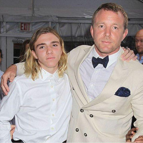 Роко с отцом Гаем Ричи