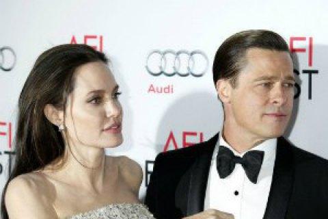 Проблемы в семье Джоли и Питта начались сразу после их свадьбы