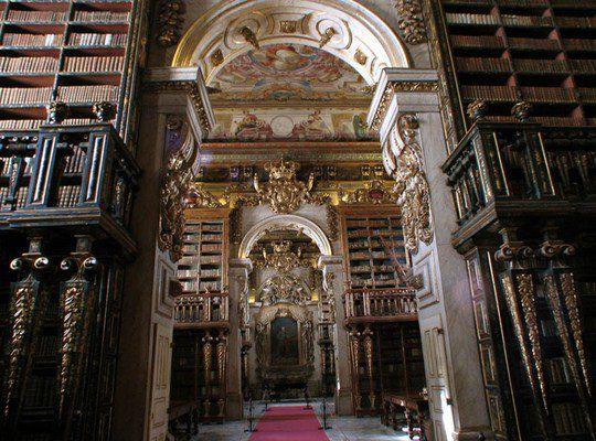 Библиотека Жуанина Коимбрского университета в Португалии
