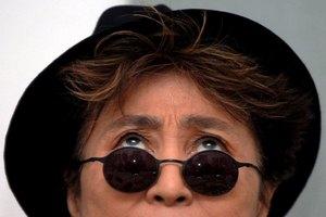 Йоко Оно показала окровавленные очки Леннона