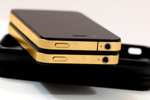Украинские депутаты предпочитают iPhone из золота