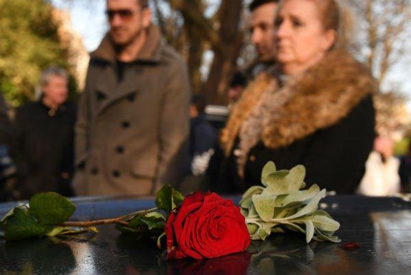 Розы - любимые цветы Джорджа Майкла.