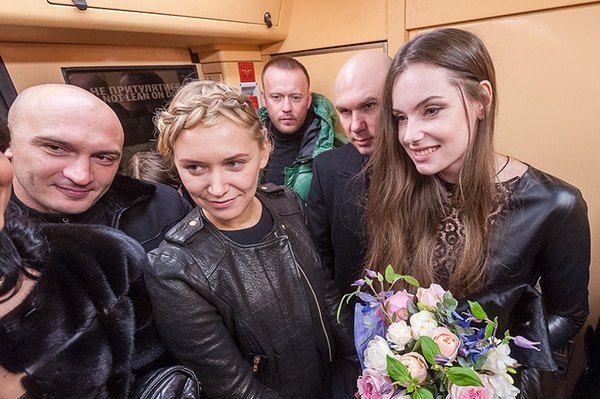 Елена Мигдисова с мужем Виктором в вагоне метро