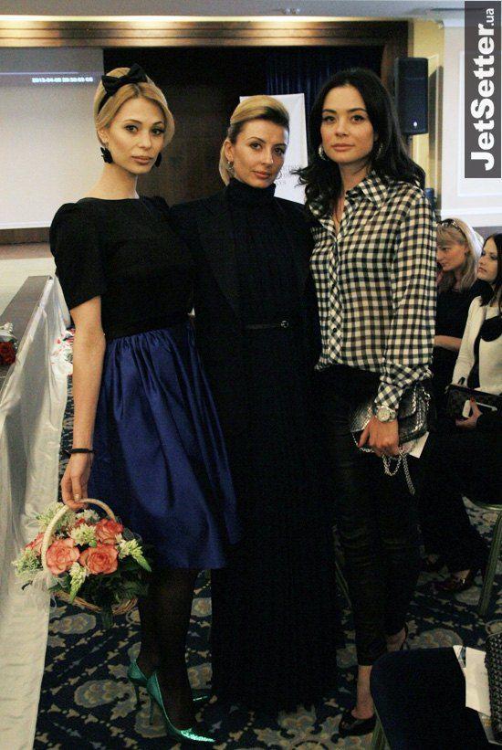 Цветы Ольга подарила своей подруге Ксении Мамедовой