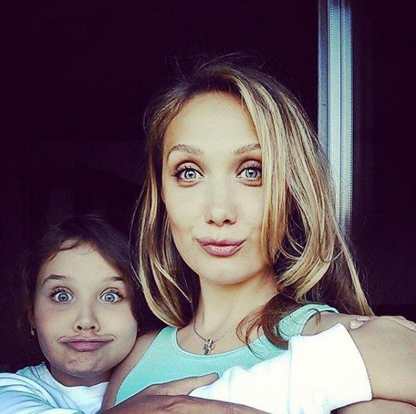 Евгения Власова с дочкой