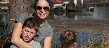 Подкопаева с детьми месила грязь в Калифорнии