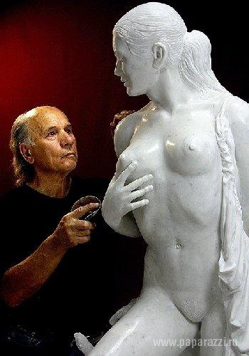 Анастасия Волочкова не оценила труды украинского скульптора