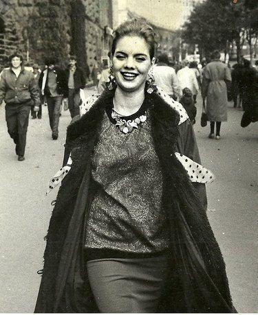 Наталья в молодости на прогулке в центре