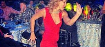 Собчак танцевала босиком на вечеринке для олигархов