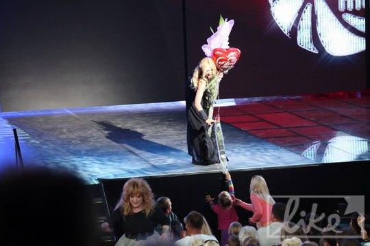Алла Пугачева подарила Кристине воздушный шарик в форме сердца
