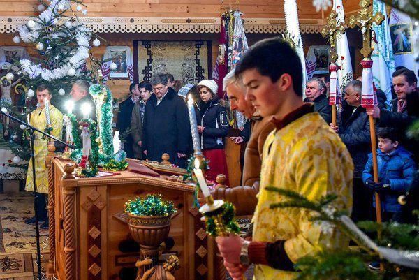 Петр и Марина Порошенко в церкви Гуты