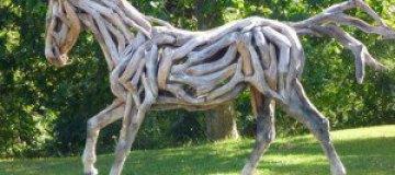 Лошади из дубовых коряг