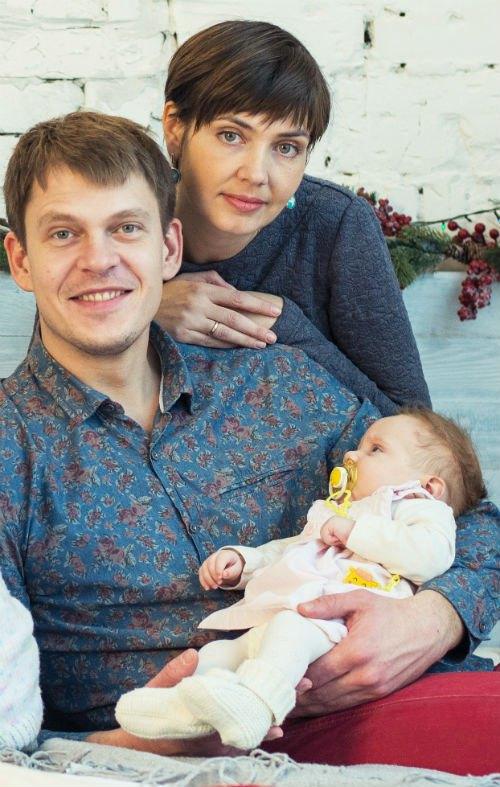 Андрей и Олеся с дочкой