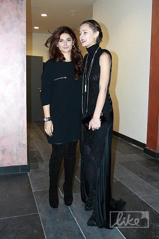 Даша Шаповалова (справа)