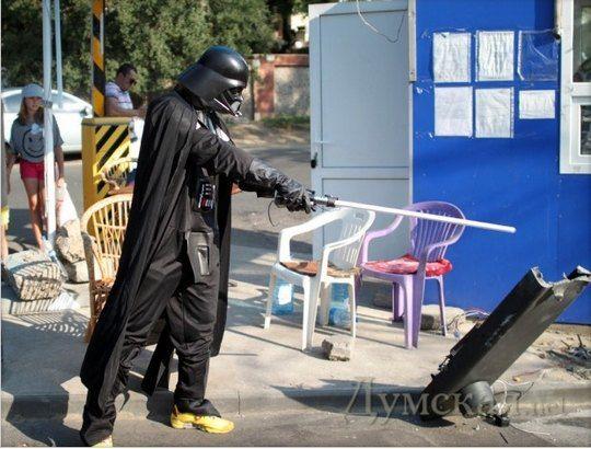 Дарт Вейдер рушит незаконную парковку в Одессе