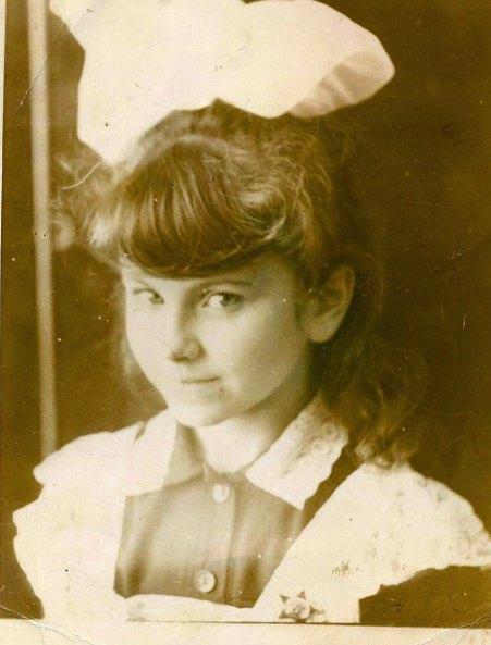 Ани Лорак, а тогда еще Каролина, успела в школе побыть октябренком