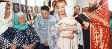 Ирина Билык впервые показала маленького сына на крестинах