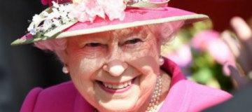 90-летняя Елизавета II украсила обложку модного глянца