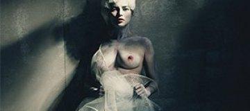 Кейт Мосс оголила грудь в арт-проекте