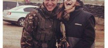 Эрика на границе с Крымом каталась на танке и дала концерт военным