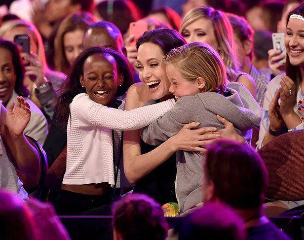 Анджелина Джоли с дочками Шайло и Захарой