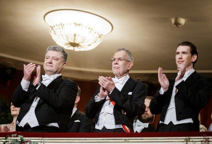 Президенты Украины и Австрии: Петр Порошенко и Александр Ван дер Беллен, а также федеральний канцлер Австрии Себастьян Курц