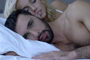 Полуголый Козловский в новом клипе развлекается с блондинкой