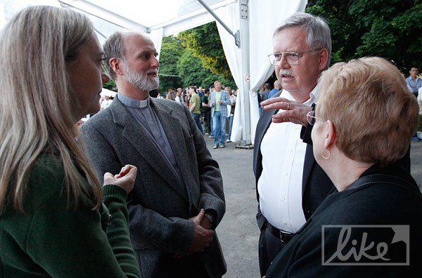 Посол США в Украине Джон Теффт(справа) и ректор Украинского Католического Университета Борис Гудзяк