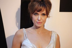 Джоли сделали почетной гражданкой Сараево