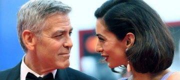 Джордж Клуни раздал пассажирам своего рейса наушники с шумоизоляцией