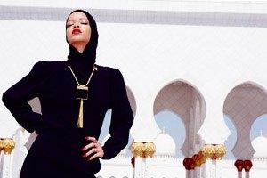 Рианну выгнали из мечети