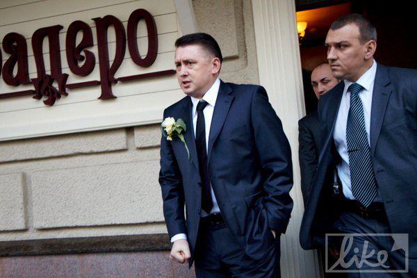 Николай Мельниченко вышел встречать Наталью Розинскую на улицу