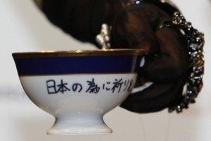Чашку со следами помады Леди Гаги продали за $75,3