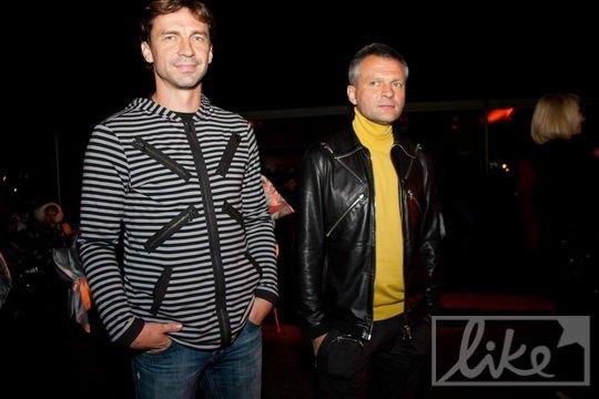 Футболист Владислав Ващук (слева)