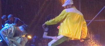 Макс Барских устроил эротический танец с девушкой-полицейским в Ужгороде