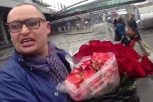 Шура в аэропорту продавал цветы