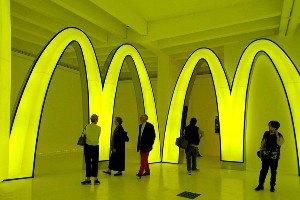 Трехлитровую банку с соусом из McDonald's продали за $10 тыс.