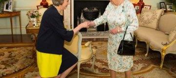 Новым премьером Британии стала любительница туфелек с леопардовым принтом