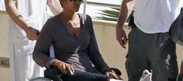 Холли Берри сломала ногу на съемках