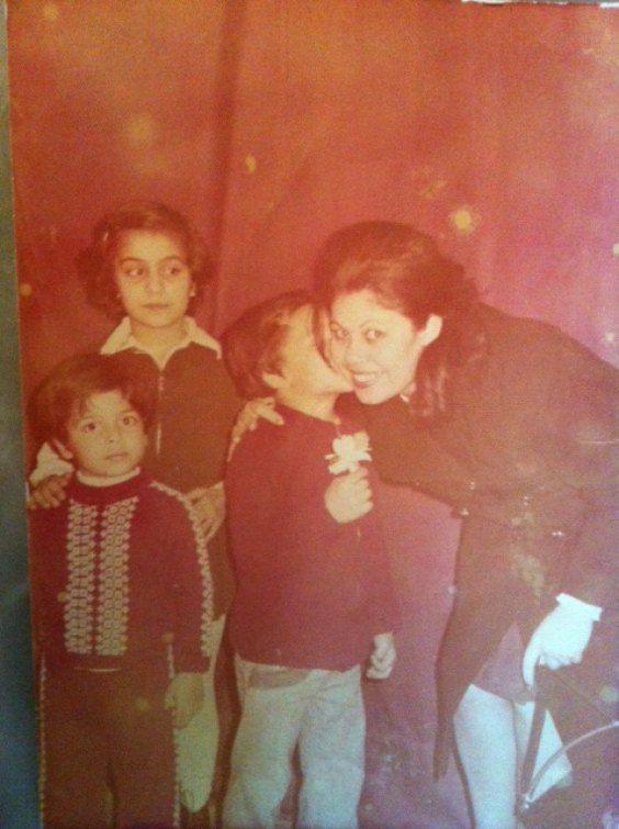 """Арфуш:""""Я с братом и сестрой поздравляем маму в День Матери"""""""