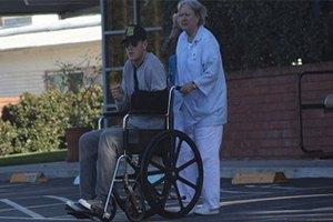 Папарацци сняли Алексея Воробьева в инвалидной коляске